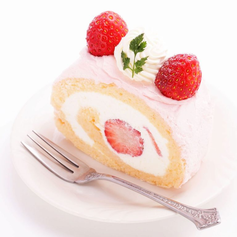 Vanilla Strawberry Swiss Roll
